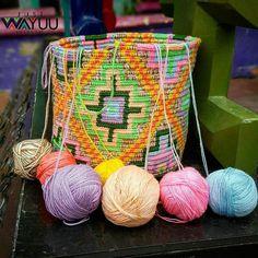 335 отметок «Нравится», 2 комментариев — Just Wayuu (@just.wayuu) в Instagram: «Medium Seven colors bag made by Julio a young wayuu man from Aremasain. Thanks to Julio for such a…»