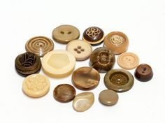 mix of 16 vintage buttons