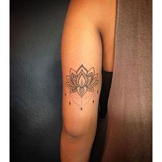 Flor de Lotus pra Bianca !  @blackskulltattoo  #tattoo #tatuagem #lotus…