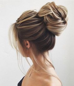 Whether a classic chignon, textured updo or a chic wedding updo with a beautiful. - Whether a classic chignon, textured updo or a chic wedding updo with a beautiful. Romantic Updo, Romantic Wedding Hair, Romantic Hairstyles, Pretty Hairstyles, Easy Hairstyles, Wedding Hairstyles, Wedding Updo, Chic Wedding, Updo Hairstyle