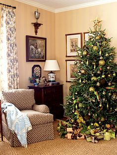 All in the Detail: making it through the holidays - decorating the tree