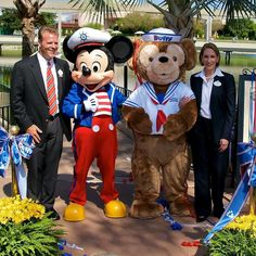 Flashback to the day Duffy officially arrived at Epcot. #disney #epcot #duffy #duffythebear #mickeymouse #wdw #disneyworld #twitter