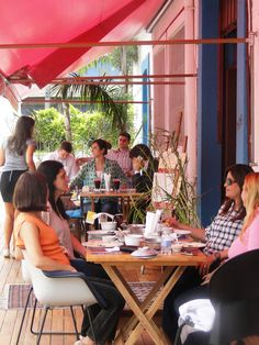 Almoçar no deck do Marakuthai é uma delícia. Às quintas e sextas menu executivo, aos sábados a la carte.  Al. Itu 1618 Jardins