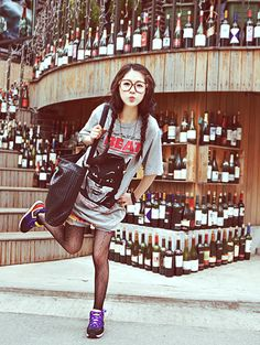 Ulzzang Makeup and Look Asian Street Style, Japanese Street Fashion, Asian Style, Geek Fashion, Kawaii Fashion, Cute Fashion, Fashion Beauty, Fashion Hair, Fashion Ideas