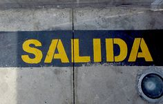 Salida. Miraflores (estación del Metropolitano), Lima. Perú.