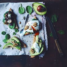avocado and mozzarella snack Avocado Egg, Avocado Toast, Tapas, I Love Food, Soul Food, Food For Thought, Fresco, Food Styling, Food Inspiration