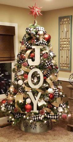Christmas Tree Crafts, Cool Christmas Trees, Simple Christmas, White Christmas, Plaid Christmas, Christmas Ideas, Christmas Fireplace, Christmas Christmas, Rustic Christmas Tree Decorations