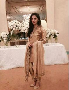 Pakistani actor Mahira Khan in Feeha Jamshed, Pakistani designer. Pakistani Wedding Dresses, Pakistani Outfits, Indian Dresses, Indian Outfits, Royal Dresses, Indian Attire, Indian Wear, Ethnic Fashion, Asian Fashion
