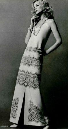 Vintage Fashion 1971 Christian Dior More - Vintage Dior, Moda Vintage, Vintage Couture, Vintage Glamour, Vintage Beauty, Vintage Dresses, Vintage Outfits, Dior Fashion, Fashion Photo