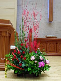 BLUMENGESTECKE Alter Flowers, Flora Flowers, Church Flowers, Fresh Flowers, Beautiful Flowers, Large Flower Arrangements, Succulent Arrangements, Pink Orchids, Ikebana