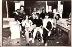 Auf diesem Foto erkennt man eine Gruppe von Studenten in West-Berlin in den 70iger Jahren. Das Gemeinschaftsgefühl und Zusammenfinden in Gruppen war ein extrem wichtiger Bestandteil der Spontibewegung.