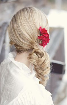 Wedding hairstyle idea; Featured Photographer: Simply Rose Photography