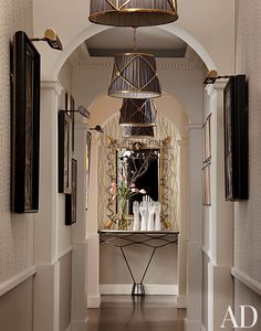 In the hallway of a Chicago apartment decorated by Jean-Louis Deniot, pendants by Galerie des Lampes align with a mirror by Gilbert Poillerat. Chicago Apartment, Design Entrée, Flur Design, House Design, Design Ideas, Architectural Digest, Modern Hallway, Entry Hallway, Hallway Art
