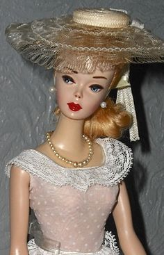 Identify Your Barbie! - Barbie, Fashion Icon of the Group A- Ponytails! Play Barbie, Mattel Barbie, Barbie And Ken, Barbie Costumes, Vintage Toys 1960s, Vintage Barbie Dolls, Barbie Family, Doll Display, Ken Doll