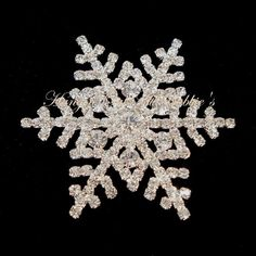 Snowflake Pin Brooch Clear Crystal Silvertone Metal Winter Style 1753 #nobrand
