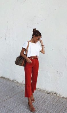 Classic summer outfit inspo, white tee, red pants, Louis Vuitton Bucket bag - New Ideas Mode Outfits, Casual Outfits, Fashion Outfits, Fashion Tips, Fashion Scarves, Fashion Articles, Womens Fashion, Fashion Hacks, Classy Outfits