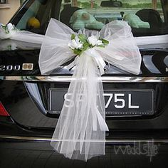 Bride's Cars : Vintage Tischläufer … – Wedding Lande Bridal Car, Bridal Wedding Shoes, Diy Wedding, Pew Decorations, Wedding Car Decorations, Prom Car, Wedding Getaway Car, Vintage Table, Wedding Locations