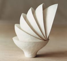 The Wasara line of biodegradable tableware, designed by the Japanese design studio Simplicity, are a beautiful replacement for ordinary disposable plates, Paper Bowls, Paper Plates, Paper Cups, Design Japonais, Art Deco, Disposable Tableware, Disposable Cups, Porcelain Jewelry, Porcelain Ceramics