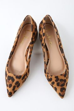 Get a chic look with a side of comfort with the Lulus Alessia Leopard Suede Low Pointed-Toe Heels! Vegan suede heels with a low block heel and pointed toe. I Love My Shoes, Cute Shoes, Me Too Shoes, Flat Shoes Outfit, Ballerine Leopard, How To Have Style, Leopard Flats, Cheetah Print Shoes, Pointed Toe Heels