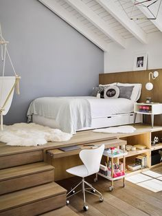 12 Teen Bedroom Ideas So Good You'll Want to Steal Them for Yourself. 12 Teen Bedroom Ideas So Good You'll Want to Steal Them for Yourself. Need help redecorating your teen's bedroom? Consider these 12 teenage room ideas your solution Small Room Bedroom, Bedroom Loft, Dream Bedroom, Home Decor Bedroom, Cozy Bedroom, Modern Bedroom, Teen Bedroom Layout, Minimalist Bedroom, Raised Bedroom