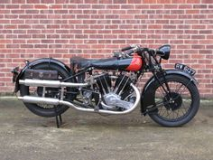 There are currently 723 bikes as well as hundreds of other classic motorcycles, cafe racers and racing bikes for sale on Classic Driver. Vintage Cycles, Vintage Bikes, British Motorcycles, Vintage Motorcycles, Classic Bikes, Classic Cars, Motorcycle Posters, Bikes For Sale, Vintage Harley Davidson