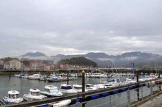Ribadesella con niños. Asturias. El puente sobre el río Sella.