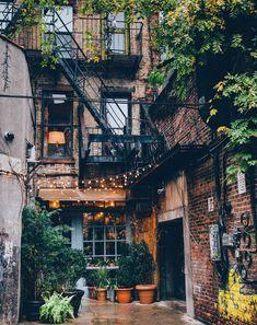 Somewhere in New York : CozyPlaces autumninnewyork Somewhere in New York : Cozy.Somewhere in New York : CozyPlaces autumninnewyork Somewhere in New York : CozyPlacesEine geschäftige New Yorker Designerwohnung - De . Future House, Exterior Design, Interior And Exterior, Dream Apartment, Loft Apartment Decorating, Apartment Living, Living Rooms, Living Spaces, City Aesthetic