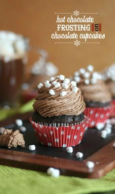 Chocolate lovers will love these cupcakes! Ring in the holidays with these chocolate cupcakes with hot chocolate frosting. Hot Chocolate Cupcakes, Chocolate Frosting Recipes, Homemade Frosting, Hot Chocolate Mix, Yummy Cupcakes, Chocolate Buttercream, Chocolate Food, Chocolate Chips, Beaux Desserts