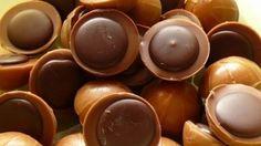 Miluješ tyhle karamelové bonbony, ale vždy se po nich rychle zapráší? Příště si od nich schovej prázdnou krabičku a vyrob si je doma.