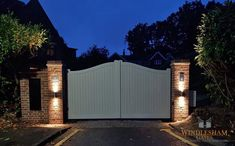 Windlesham Gates supply and install automatic gates throughout Surrey, London, Berkshire and Hampshire. House Front Gate, Front Yard Fence, Front Gates, Entrance Gates, Electric Driveway Gates, Driveway Entrance, Electric Gates, Front Gate Design, House Gate Design