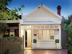 single fronted victorian weatherboard cottage - Google Search Old Cottage, Victorian Cottage, Victorian Terrace, Weatherboard House, Queenslander, Front House Landscaping, Victorian Homes Exterior, Cottage Extension, Trinity House