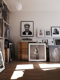 Räume und ihre Kunst an Wänden