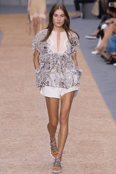 Chloé Spring 2016  Youthful and carefree - pastel tones, voluminous trousers and georgette silk dresses. #PFW