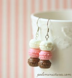 Items similar to Macaron Earrings - Food Earrings - Neapolitan Macarons - Holiday Gift on Etsy Cute Polymer Clay, Cute Clay, Fimo Clay, Polymer Clay Charms, Polymer Clay Creations, Polymer Clay Earrings, Kawaii Jewelry, Cute Jewelry, Jewlery