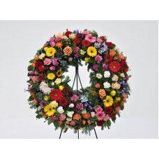 """Coroa Funebre """"Multi-Flores""""   As flores transmitem emoções, e cada uma tem um significado, esta coroa de flores tem um misto de flores, para expressar todo o significado ao seu ente querido nesta última hora. Funeral, Floral Wreath, Wreaths, Flowers, All Saints Day, Flower Headdress, Roses, Plants, Garlands"""