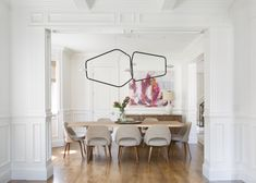 IDF Studio - Bright dining room with modern chandelier, midcentury chairs, custom wainscot. Bright Dining Rooms, Beautiful Dining Rooms, Dining Room Wainscoting, Interior Design Photography, Studio Interior, Mid Century Chair, Decoration Design, Upholstered Dining Chairs, Interiores Design