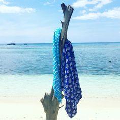 Wrap it around your little snorkelers after swim - Linda Hering kids sarong fish and turtle 🦀 🐟 🐠 🐙 🐳 #kidssarong #madewithloveinbaliღ #kidssarongturtle #turquoise #textiles #bali #threads #coloursofbali #unikat #bali🌴 #manufacture #boho #pattern #balikidsguide #beachkids #beachdress #beachthrow #styleinkids #kidsfashion #kidslookbook #littletrendsetters #littlefashionista #beachstyle #beachfashion #kidssarongfish #lindahering #gilimeno #summer2017 #snorkeling #lombok Beach Kids, Little Fashionista, Lombok, Snorkeling, Bali, Turtle, Harem Pants, Wraps, Swimming