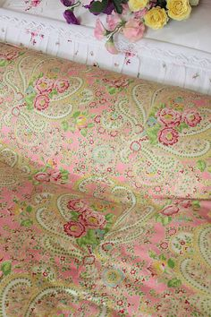 Super Rose + Paisley Swirl Eiderdown (astb342) A very pretty vintage double eiderdown in a rare pattern, in superb condition. This authentic beauty is covered in a smooth cotton cambric with the prettiest of designs; clusters of pink roses amidst a paisley swirl against a sweet pink background. The same fabric covers both sides + the neat stitching forms an attractive square stitched pattern with a deep border channel all the way around. The edge with a narrow Oxford-style flange.