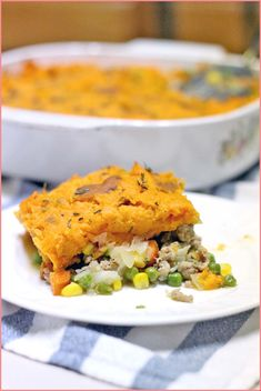 This Sweet Potato and Turkey Shepherd's Pie is the ultimate comfort food: simpler and easier to make than a traditional one, and healthier with sweet potatoes and ground turkey. Steamed Sweet Potato, Mashed Sweet Potatoes, Ground Turkey Casserole, Turkey Shepherds Pie, Cooking Turkey, The Fresh, Casserole Dishes, Healthy Eating, Healthy Food