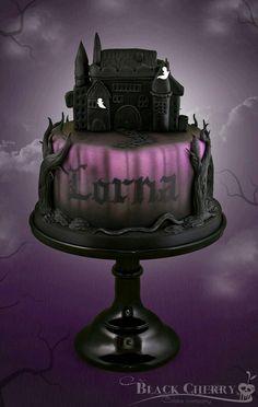 Haunted House Cake por Little Cherry Cake Company Halloween Torte, Pasteles Halloween, Bolo Halloween, Halloween Wedding Cakes, Dessert Halloween, Fete Halloween, Gothic Birthday Cakes, Scary Halloween Cakes, Halloween Birthday Cakes