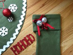 Sew Many Ways.: No Sew Tree Skirt low cost. Heather and Eddie? Diy Christmas Tree Skirt, Family Christmas, Christmas Diy, Christmas Decorations, Christmas Ornaments, Hello Everyone, Tree Skirts, Upcycle, Gift Wrapping