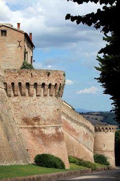 il castello di Corinaldo, in provincia di Ancona, Marche, Italia. 43°38′56.04″N 13°02′52.44″E