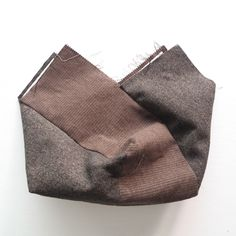 Make Hobo Bag Hobo Bag Sewing Tutorial Pattern. A step-by-step tutorial with photos - Hobo Bag Sewing Tutorial Pattern. A step-by-step tutorial with photos Fabric Handbags, Quilted Handbags, Fabric Bags, Hobo Purses, Purses And Bags, Hobo Bag Patterns, Diy Bags Tutorial, Leather Hobo Handbags, Boho Bags