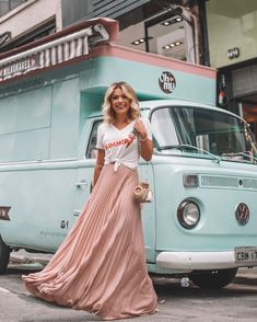 Cool 39 Stylish Women Summer Outfits Ideas For Vacations With Maxi Skirts Maxi Skirt Winter, Diy Maxi Skirt, Sheer Maxi Skirt, Maxi Skirt Outfits, Pleated Maxi, Maxi Skirts, Chiffon Skirt, Lady Like, Light Pink Skirt