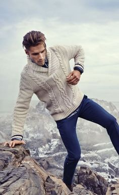 Mens Fashion Casual – The World of Mens Fashion Mens Cable Knit Sweater, Men Sweater, Outfit Hombre Casual, Mode Man, Herren Winter, Winter Stil, Herren Outfit, Mens Fall, Mens Clothing Styles