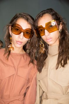 See beauty photos for Marni Spring 2017 Ready-to-Wear collection.