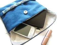 Pochette / Pochette de Soirée / Trousse à Maquillage en alcantara bleu avec un ruban tissé en perles MODELE UNIQUE de la boutique EmmashopCreations sur Etsy