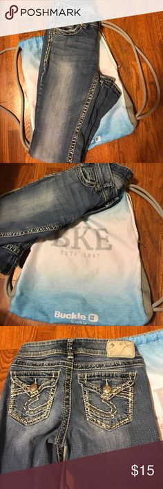 Silver jeans with free buckle bag! Women's silver jeans comes with free buckle bag! No snags no frays or stains! Silver Jeans Jeans Boot Cut