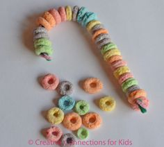 Love this Christmas Candy Cane Craft Idea. That'll keep them busy for at least 10 minutes!