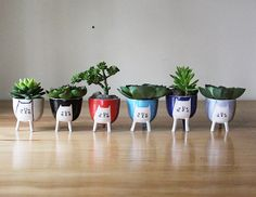 Three-legged Cat Planter in Various Colours- stilts - cute animal succulent / herb pot - handmade pottery from Canada from Beardbangs on Etsy. Succulent Pots, Succulents, Ceramic Planters, Planter Pots, Cerámica Ideas, White Planters, Herb Pots, Beautiful Fruits, Stoneware Clay